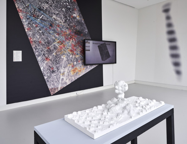 Installationsansicht: Forensic Architecture: The Bombing of Rafah, 2014, Video, 3-D-Modell, 70x30x30 cm, commissioned by Amnesty international, Foto: Norbert Miguletz