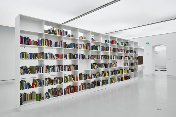 Installationsansicht: Lara Favaretto, Momentary Monument - The Library, 2012, Courtesy the artist